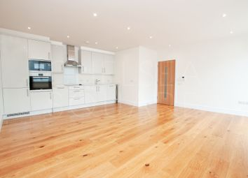 Thumbnail 2 bed flat to rent in Park Avenue, Hertfordshire, Bushey
