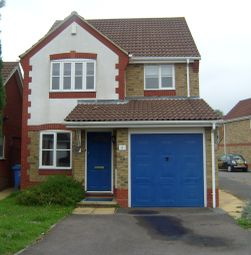Thumbnail 3 bed detached house to rent in Corfe Way, Farnborough