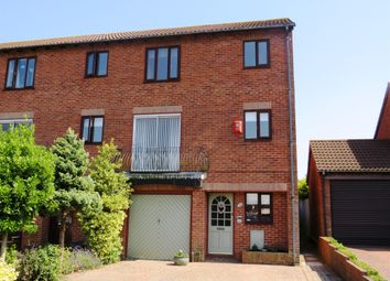 Thumbnail Town house for sale in Petrel Close, Penarth