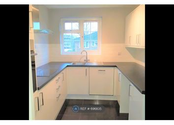 2 bed flat to rent in Kingfisher Drive, Staines-Upon-Thames TW18