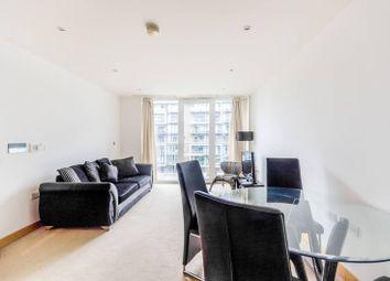 2 bed flat to rent in Queenstown Road, Battersea Park, London SW11