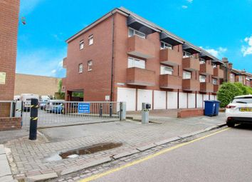 1 bed flat to rent in Knightswood House, Dale Grove, Finchley, London N12