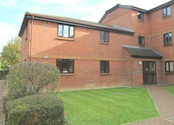 Thumbnail 2 bed flat for sale in Abbotsbury Court, Horsham