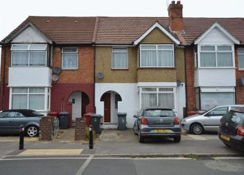 Thumbnail 2 bed flat for sale in Lake Avenue, Slough