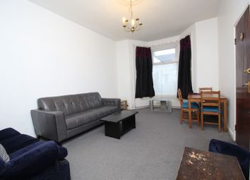 1 bed flat to rent in Kensington Gardens, Ilford, Essex IG1