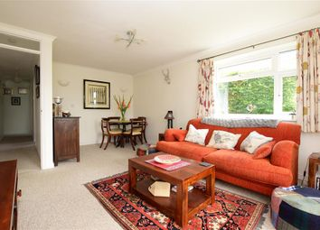 Lower Street, Pulborough, West Sussex RH20. 2 bed flat