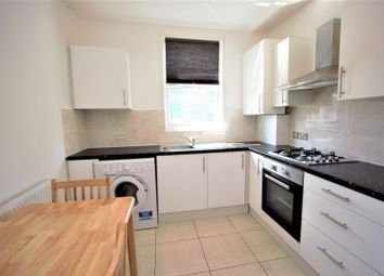 3 bed flat to rent in Station Crescent, London N15