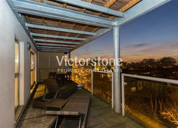 Thumbnail 2 bed flat to rent in Southgate Road, De Beauvoir Town, London