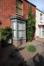 Thumbnail 6 bed terraced house to rent in Newland Street West, Very Near University, Lincoln, Lincolnshire