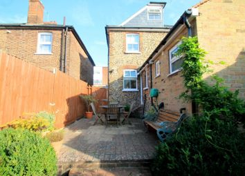 3 bed property to rent in Godstone Road, Whyteleafe CR3