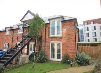 Thumbnail 2 bedroom flat for sale in Crown Place, Reading