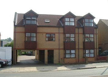 Thumbnail 1 bed flat to rent in Dunstable Road, L& D