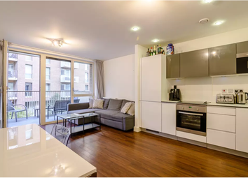 Oxley Square, London E3. 2 bed flat for sale