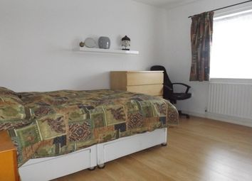 Thumbnail Room to rent in Deansfield Close, Maidenhead