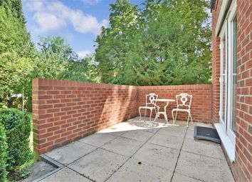 Stafford Road, Caterham, Surrey CR3. 2 bed flat