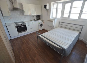 Thumbnail 1 bed flat to rent in Queens Parade New Street, Basingstoke