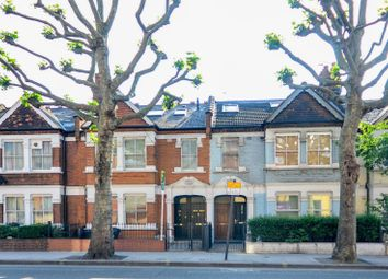 Thumbnail 2 bed flat to rent in Wandsworth Bridge Road, Fulham