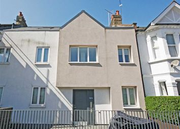 Thumbnail 2 bed flat to rent in Englewood Road, London