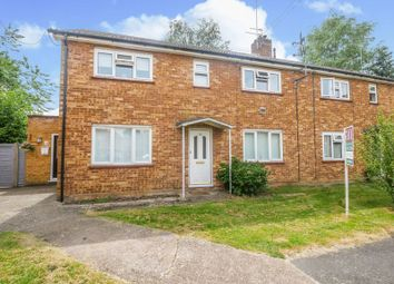 Thumbnail 2 bedroom flat for sale in Sandygate Close, Marlow