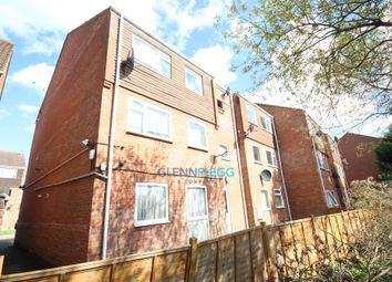 Thumbnail 1 bed flat to rent in Rochfords Gardens, Slough