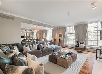4 bed flat to rent in Lowndes Square, Knightsbridge, London SW1X
