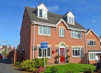 Thumbnail 5 bed detached house for sale in Mulberry Gardens, Scunthorpe