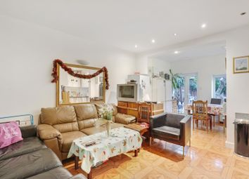 Thumbnail 6 bed property to rent in Clovelly Road, Chiswick