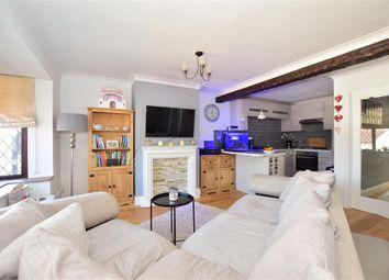 Nightingale Lane, Storrington, West Sussex RH20. 2 bed flat