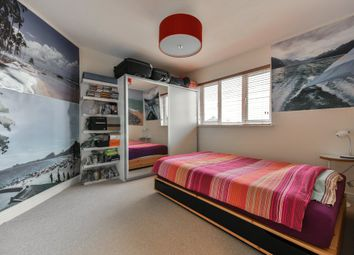 Thumbnail 1 bedroom flat for sale in Chiltern Drive, Surbiton