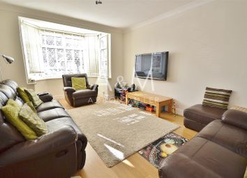 4 bed property to rent in Queenborough Gardens, Ilford IG2