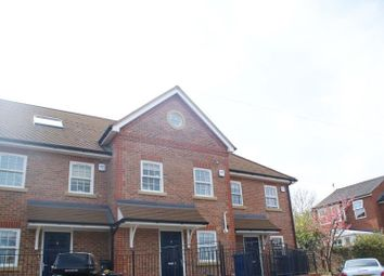 3 bed town house to rent in Windsor Close, Godalming GU7