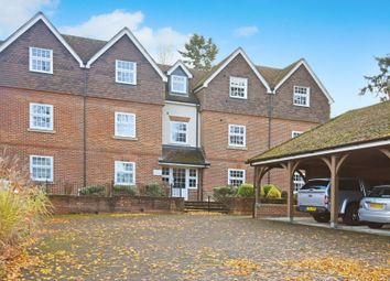 2 bed flat for sale in Andover Road, Newbury RG14