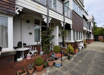 Thumbnail 2 bedroom flat to rent in Moorland Road, Poulton-Le-Fylde