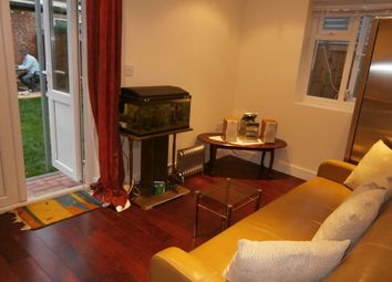 Thumbnail 1 bed flat to rent in Very Near Barmouth Avenue Area, Perivale