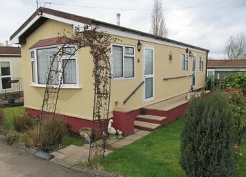 Thumbnail 1 bedroom mobile/park home for sale in Bryant Row, Lakeview Residential Park (Ref 5825), Cummings Hall Lane, Noak Hill, Romford, Essex