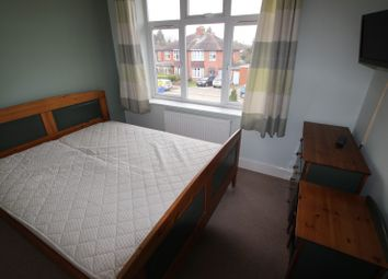 Thumbnail Room to rent in Chiltern Crecent - Room 6, Reading