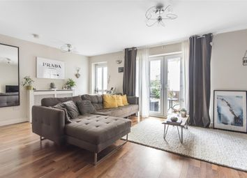 2 bed mews house for sale in Trinder Mews, Chestnut Grove SW12