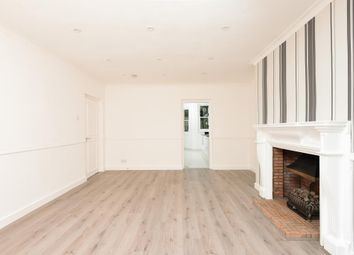 Thumbnail 3 bedroom flat to rent in Hampstead Lane, Highgate