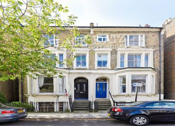 3 bed flat to rent in Hayter Road, London SW2