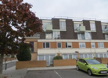 3 bed maisonette to rent in Mccullum Road, London E3