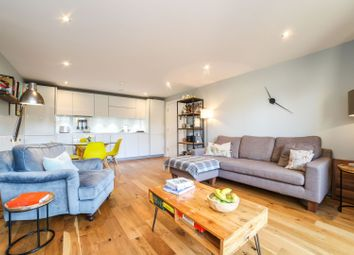Henry Road, London SW9. 2 bed flat