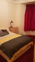 3 bed maisonette to rent in Tooting High Street, Tooting Broadway SW17