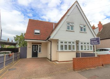 Southbourne Grove, Westcliff-On-Sea, Essex SS0. 3 bed semi-detached house