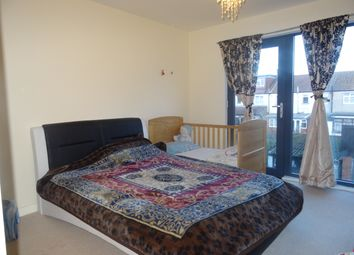 Thumbnail 2 bed flat to rent in Cairns Avenue, Streatham
