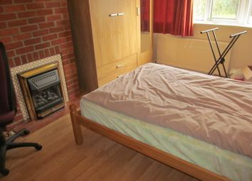 Thumbnail Room to rent in Windermere Road, Reading