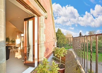 Tanbridge Park, Horsham, West Sussex RH12. 2 bed flat for sale