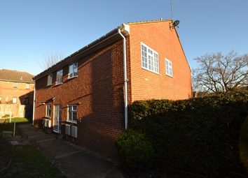 Thumbnail 2 bed flat to rent in Clarence Road, Fleet