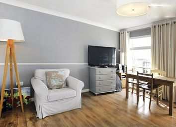 Thumbnail 1 bed flat to rent in Collinson Walk, London