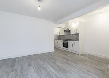 Thumbnail 1 bed flat to rent in Castlewood Road, London
