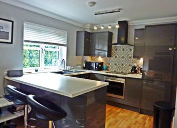 Thumbnail 2 bed flat to rent in Church Street, Twyford, Reading